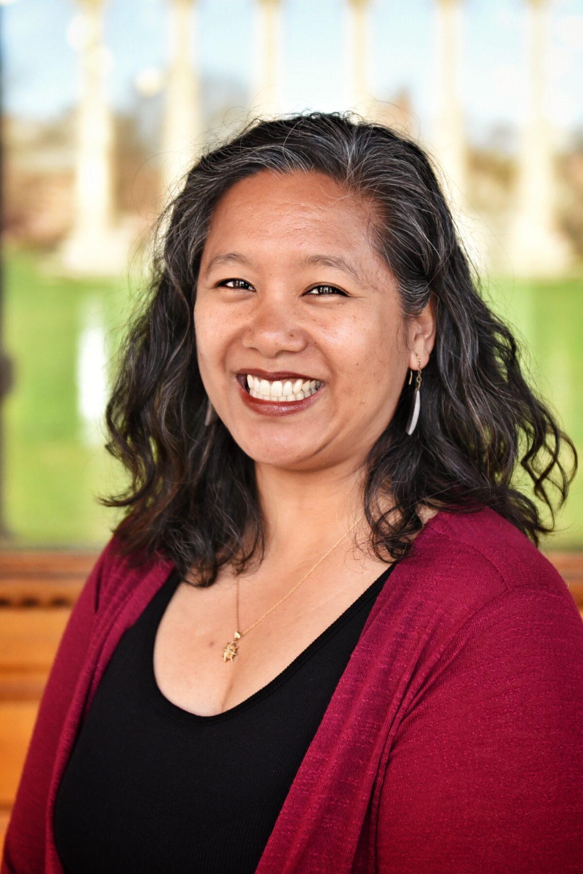Headshot of Theresa Metz
